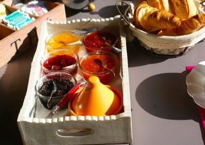 Petit déjeuner au Mas de la Chérine à Quinson